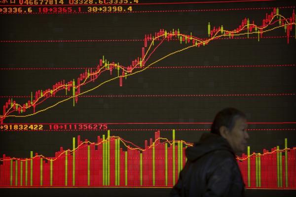 © Reuters.沪指重回2900点 创业板涨超2.5% 北向资金大幅净流入