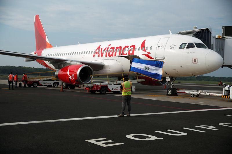 港股异动:国泰航空拉升约4%,宣布重组计划拟裁员8500人