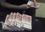 更新版 1-中国汇市:人民币放量收跌,逢低购汇需求加上欧洲数据不佳加剧跌势