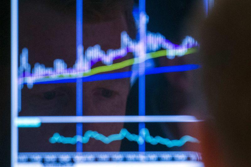 © Reuters.  欧洲股市:政治风险打压意大利股市,欧元下跌提振欧股上涨