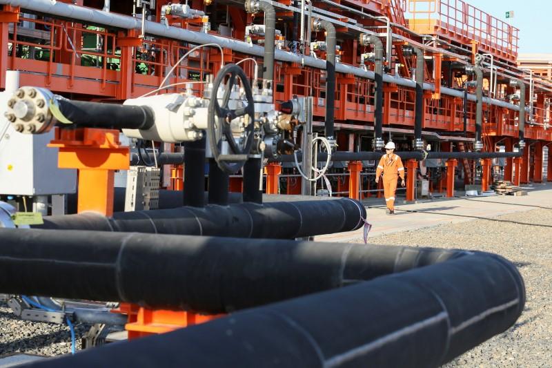© Reuters.  国际能源署警告供给面临卡壳,原油多头遭暴虐后仍不失韧劲