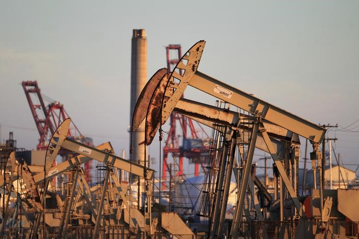 © Reuters.  INE原油一度日内跌逾2%,需求疲软令多头愁上心头