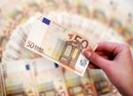 欧元区通胀1年多来首次升至2%