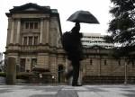 日本央行维持货币政策稳定 重申资产购买规模