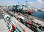 中国2月出口同比骤降20.7% 贸易顺差缩窄至41.2亿美元