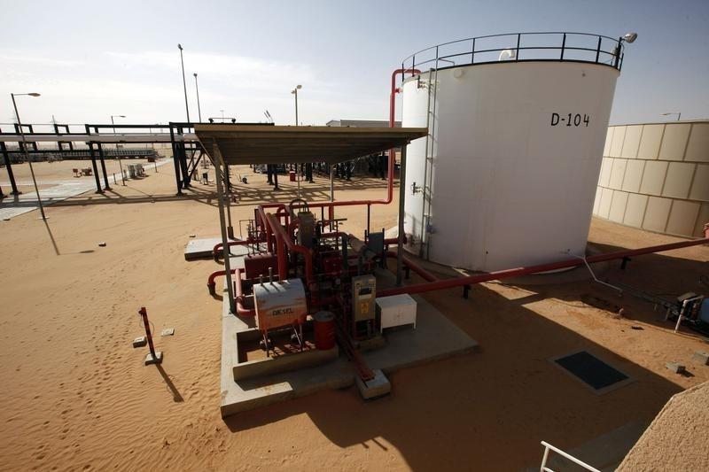 原油亚盘:API库存意外抬高 油价悲观回修 后市话题EIA库存数据