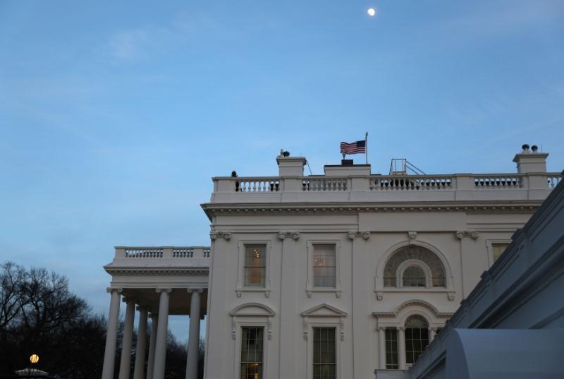 © Reuters.  美国经济前景难料,恐束缚美联储手脚!本周数据若比预期还糟,美股反弹走势或将终结