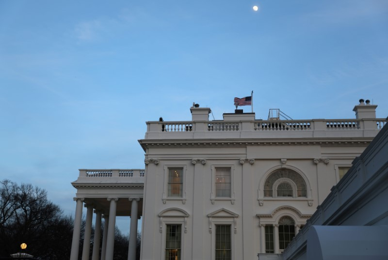 © Reuters.  环球早报:美国政府继续停摆 美元续跌