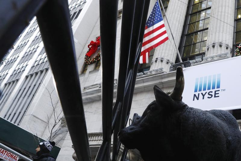 © Reuters.  今日财经市场5件大事:美国金融市场休市 比特币朝着逾1年低点回落