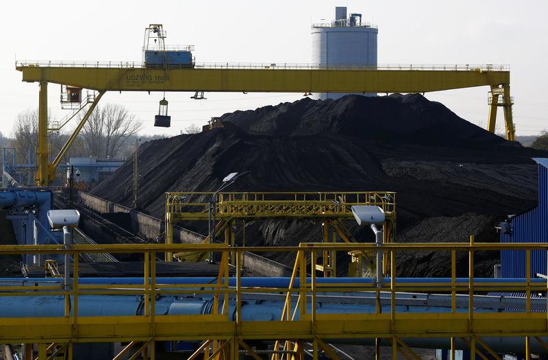 """新冠疫情重创能源行业后 """"头号减排对象""""煤炭或迎来行情"""