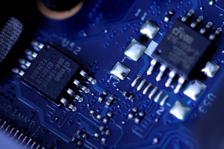 A股异动:半导体板块高歌猛进,中芯国际大涨15%
