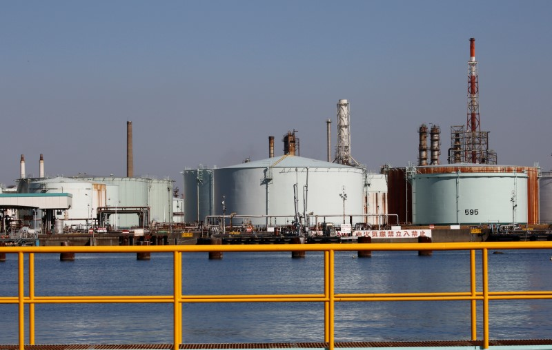 © Reuters.  原油交易提醒:贸易利好叠加经济面靓丽,油价暴涨后显乏力?多头还没完