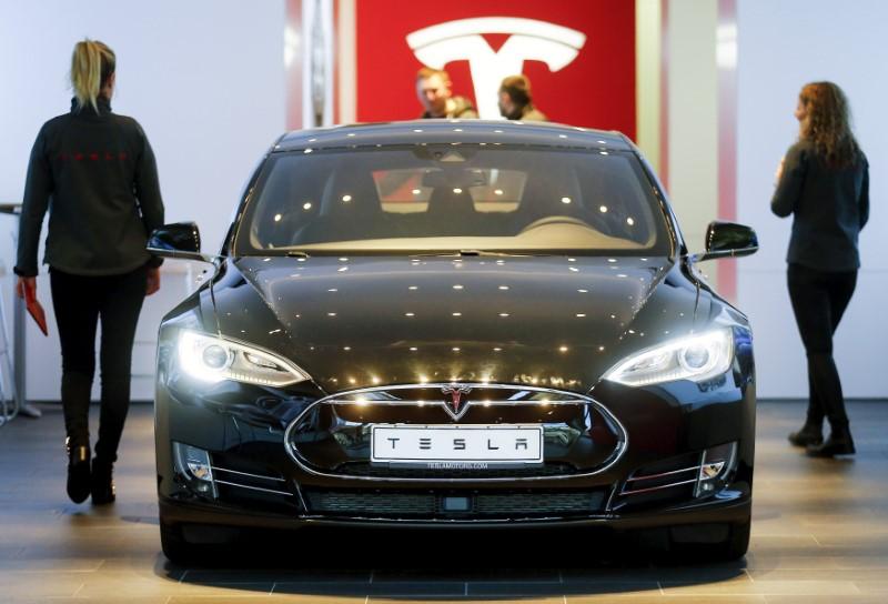 © Reuters.  特斯拉推迟交付时间,部分美国客户无法准时提车