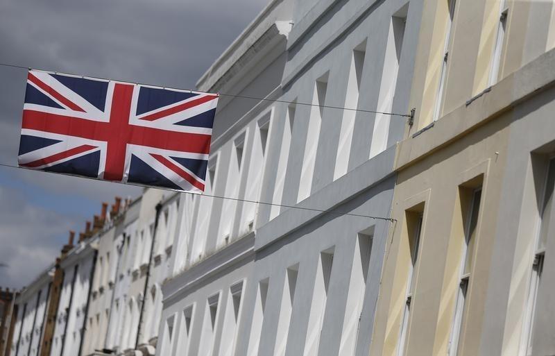英国9月制造业和服务业数据中规中矩,英镑跌至两个月低位,疫情和硬脱欧担忧给英镑沉重压力