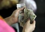 中国汇市:人民币收破6.95创近十年半新低,情绪悲观短期破七预期上升