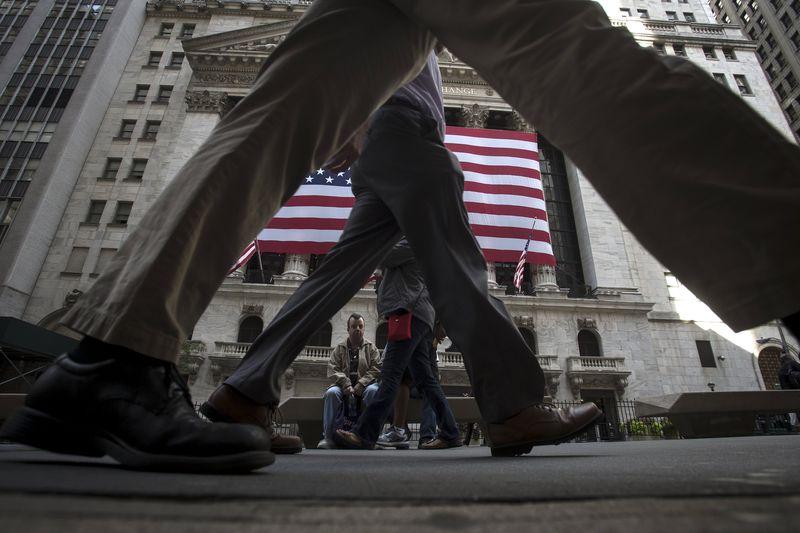 美国股市涨跌不一;截至收盘道琼斯工业平均指数下跌0.92%