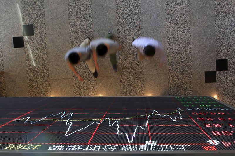 中国股市收低;截至收盘上证指数下跌3.72%