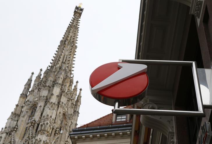 © Reuters.  CEO或跳槽至汇丰银行?意大利最大银行裕信跌约3%