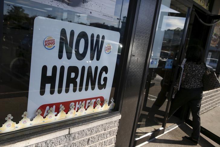 © .  美国6月失业救济金发放逾1000亿美元  较4月翻了一倍多