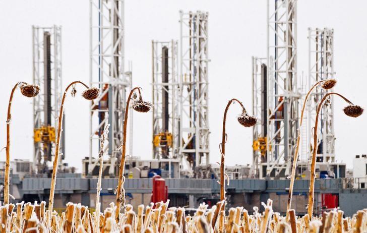 原油亚盘:美国原油库存料连增六周 需求担忧阴云不散