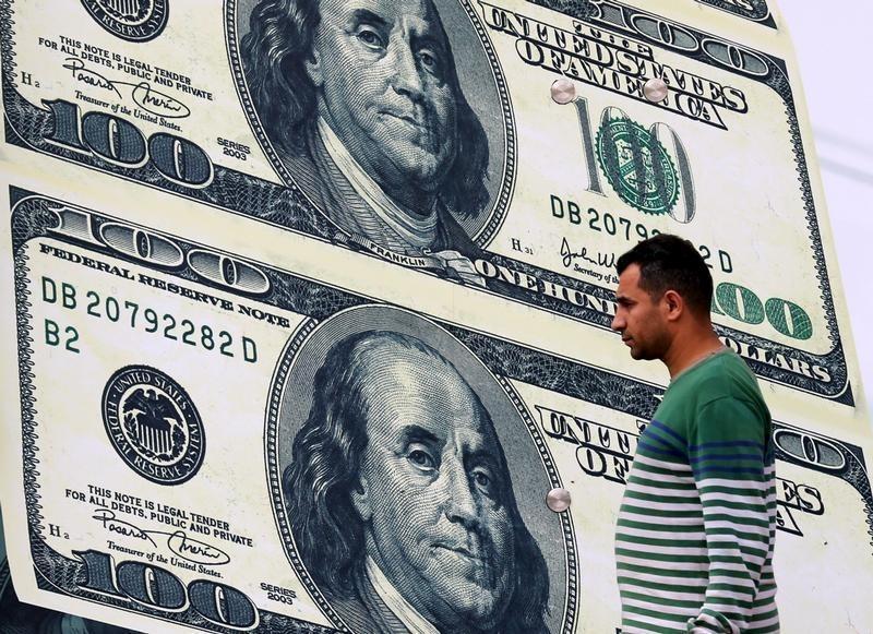 美元或创两年半以来最大月跌幅!分析师警告抛售还将继续