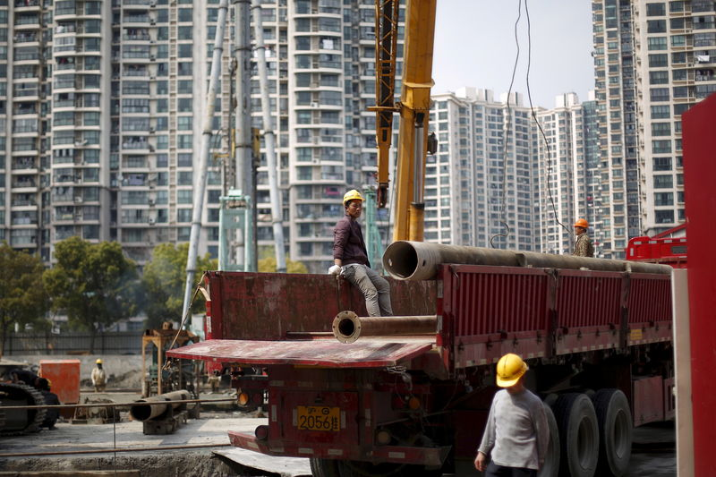 © Reuters.多地出台涉房政策鼓励开发商拿地 房协建言放松限购引争议