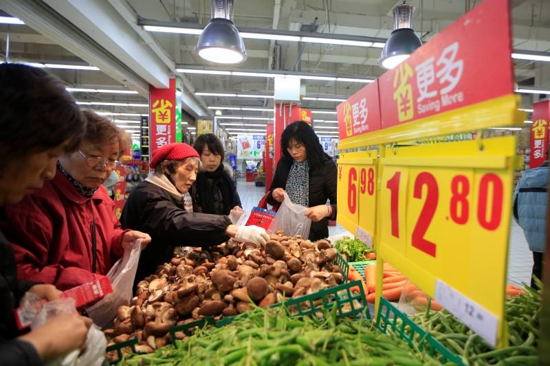 © Reuters.  亚太股市早盘涨跌互现:中国8月CPI连升三月 PPI环比涨幅扩大