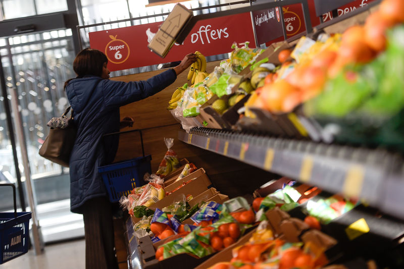 © Reuters.  美国9月物价水平降温令美指打寒颤,黄金暖意浓上蹿6美元