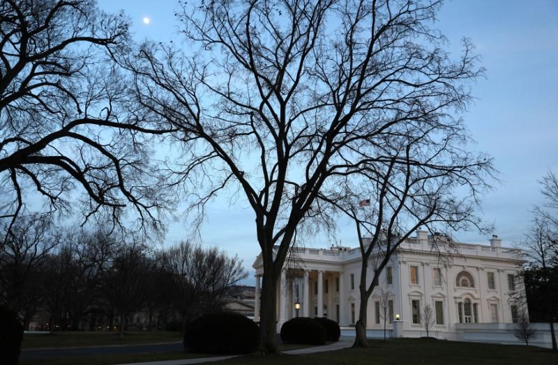 """© Reuters.  白宫出现""""2号病人""""后续:防疫领导小组多名核心人员自我隔离"""