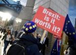 环球早报:脱欧剧情跌宕起伏 英镑下跌避险资产获利