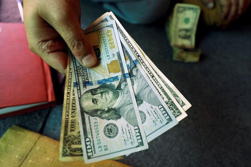 刷新三观!美国两周初请失业金人数近千万,经济恐陷最严重萎缩,避险美元狂飙