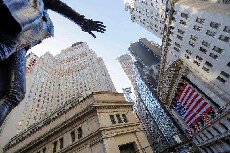 美股盘前:期金升破1800美元 石油股、区块链股上涨