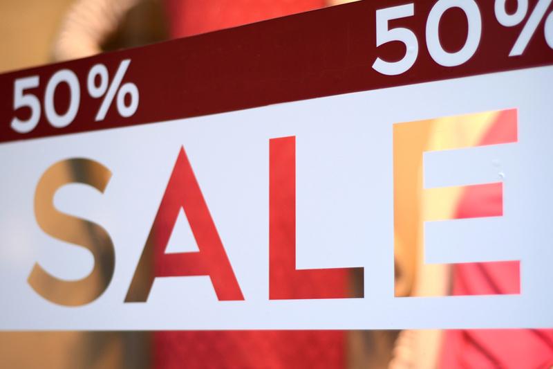 美股盘前:零售销售意外增长!道指期货转涨 黄金期货跌超30美元